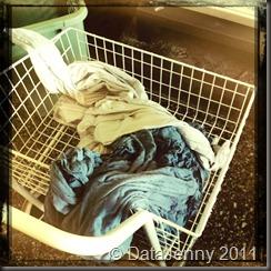 Kl: 12:00 Tar ut tvätten och ska hänga upp den.