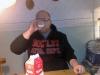 Kl: 19:00  Är hos svärföräldrarna och Magnus dricker mjölk och äter smörgås.