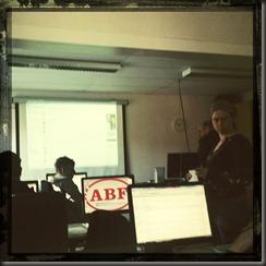 Kl 11:00 - Sitter i datasalen och lyssnar.