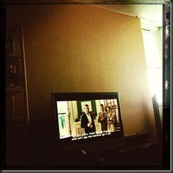 Kl 16:00 - Sitter och tittar på film fortfarade.