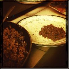 Kl 19:00 - Dags för lite mat. Tacos får det bli.