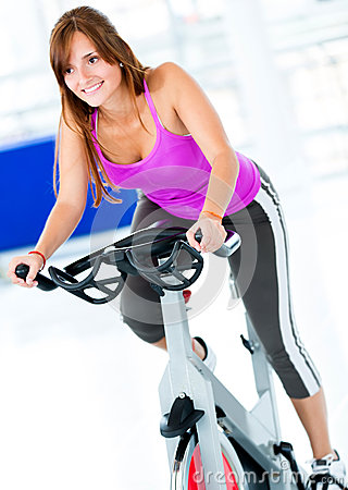 gym-woman-doing-spinning-25994076