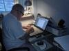 Kl: 14:00 - Magnus sitter och skriver en vetenskaplig rapport om IT-utvecklingen.